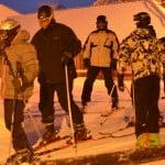 Wieczorni narciarze w Szwajcarii Bałtowskiej