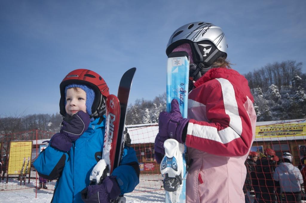 Bałtów luty 2014 - dzieci na nartach